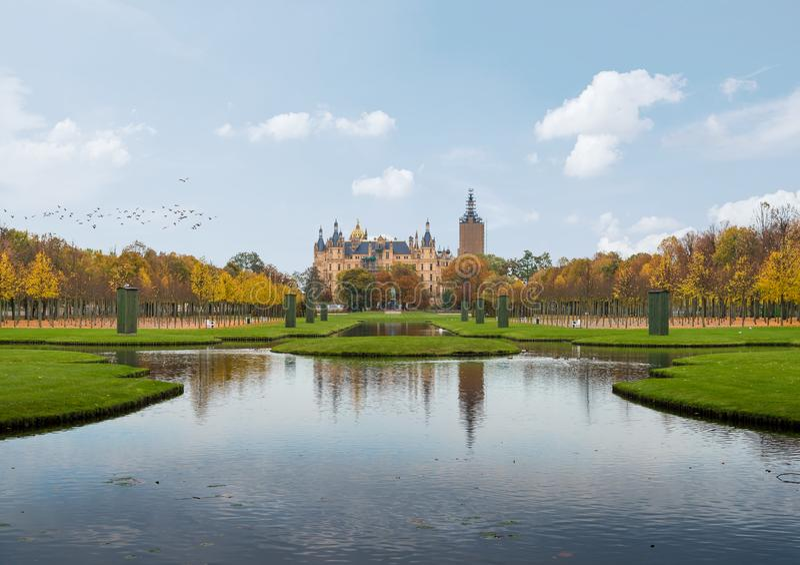 Дворец Шверина и сад дворца стоковая фотография rf