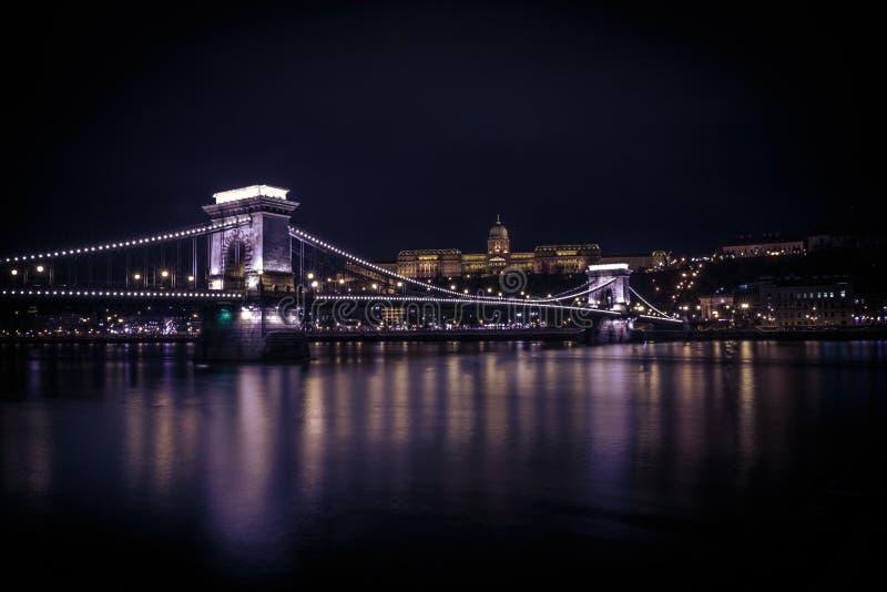 Дворец Buda над цепным мостом стоковое изображение