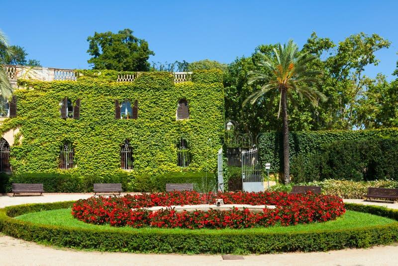 Download Дворец Desvalls на парке лабиринта в Барселоне. Стоковое Фото - изображение насчитывающей солнечно, старо: 33737122