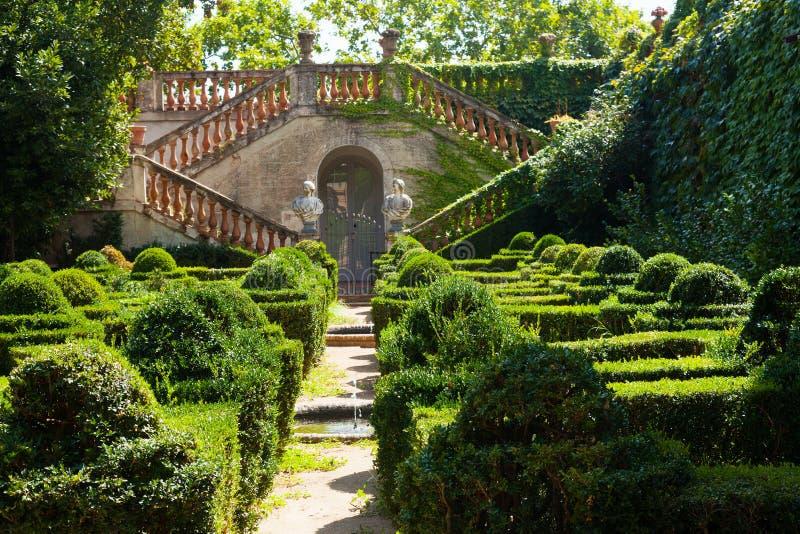 Download Дворец Desvalls на парке лабиринта Horta Стоковое Фото - изображение насчитывающей квадрат, сады: 33737004