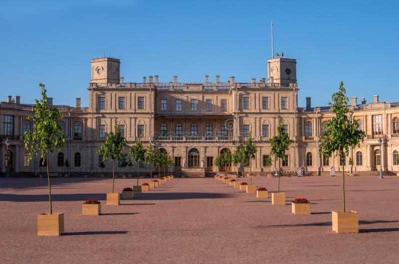 Дворец Gatchina Квадрат дворца и парадный вход стоковое фото rf