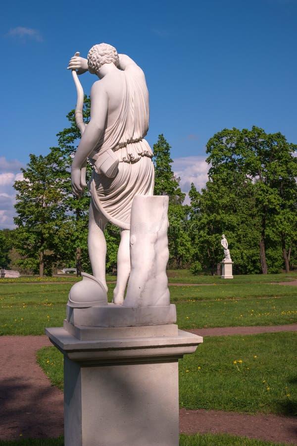 Дворец Gatchina Скульптура в голландском саде стоковая фотография