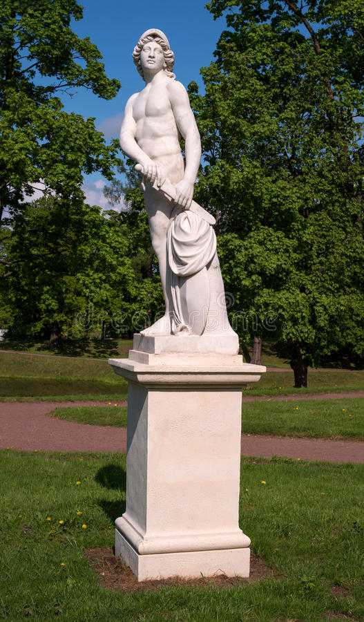 Дворец Gatchina Скульптура в голландском саде стоковое фото