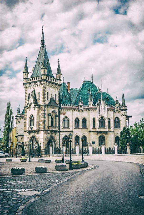 Дворец Jakab в городе Kosice, Словакии, сетноом-аналогов фильтре стоковая фотография rf