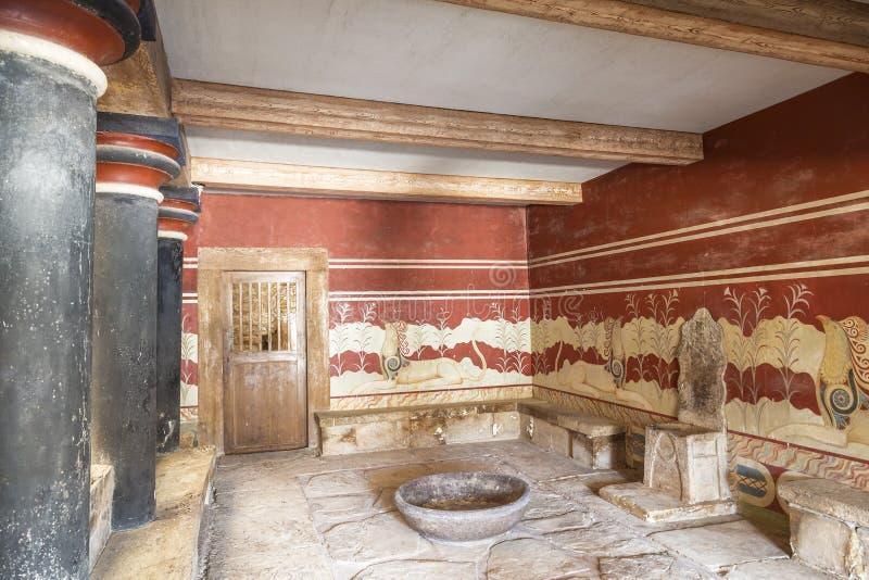 Дворец Knossos на Крите, малая комната трона, внутренняя стоковое фото