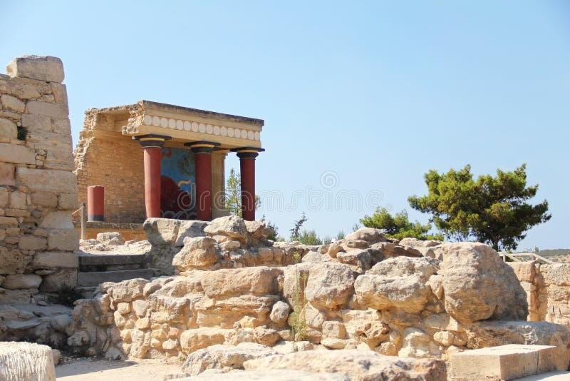 Дворец Knossos самые большие археологические раскопки бронзового века на острове Крита, Греции Деталь старых руин известного Mino стоковые фото