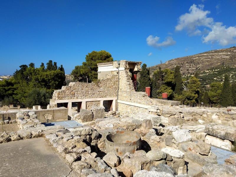 Дворец Knossos самые большие археологические раскопки бронзового века на острове Крита, Греции Деталь старых руин известного друг стоковое изображение rf