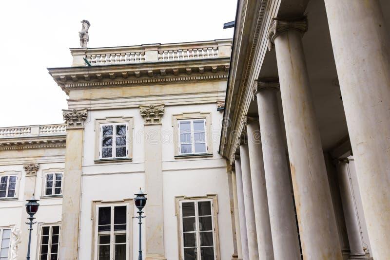 Дворец Lazienki лета королевский во время таяний зимы Город Варшавы, Польши стоковые фотографии rf