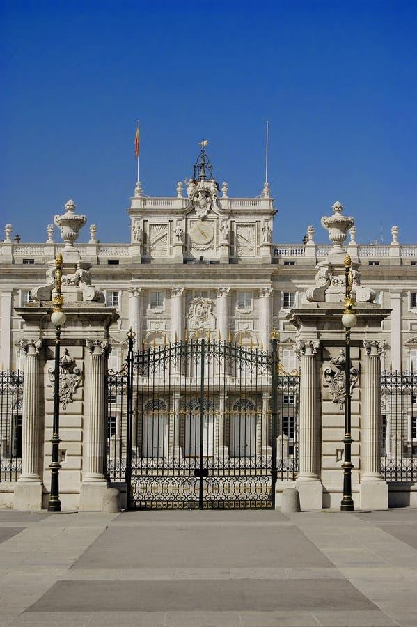 Download дворец madrid королевский стоковое изображение. изображение насчитывающей парк - 1197589