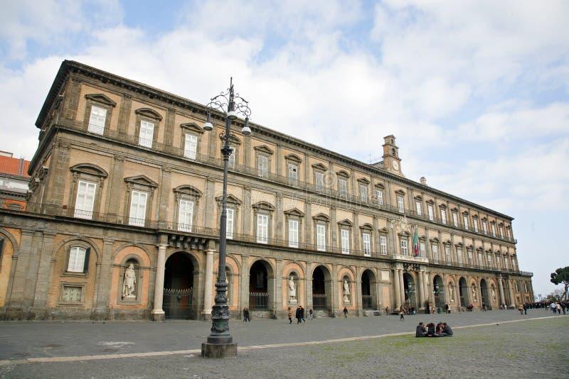 дворец naples королевский Центр города Неаполь исторический самые большие в Европе, и перечислен ЮНЕСКО как место всемирного насл стоковое изображение