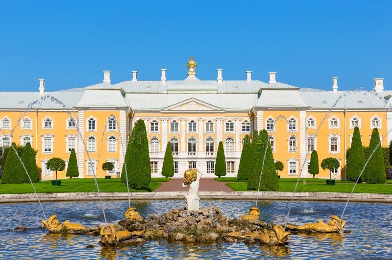 Дворец Peterhof, Россия стоковое фото rf