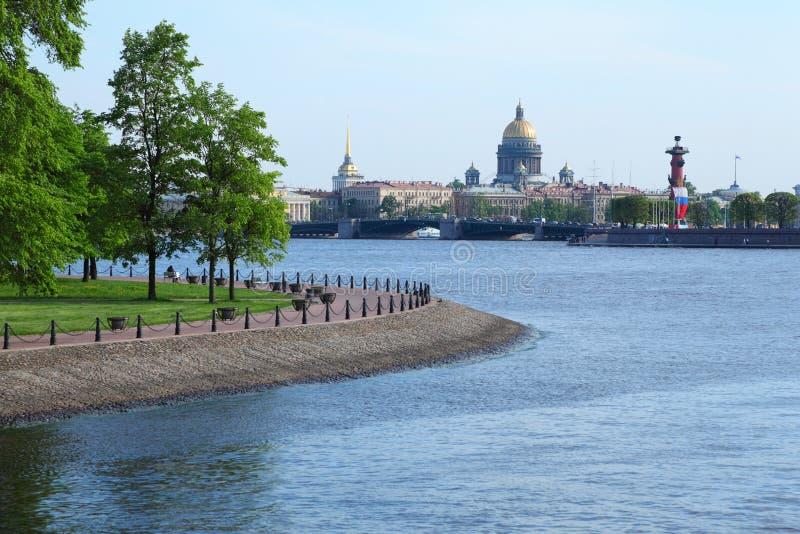 дворец rostral s isaac колонки собора моста стоковые фотографии rf