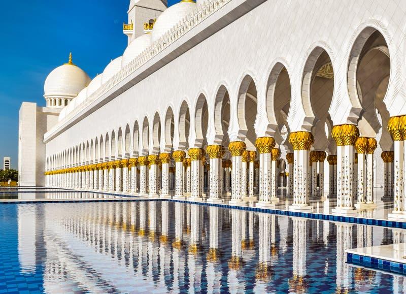 Дворы мечети Shk Zayed стоковое изображение