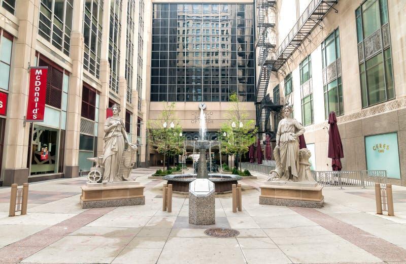 Двор вне центра торговой палаты в Чикаго стоковая фотография rf