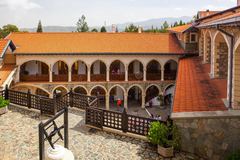 Двор в известном монастыре Kykkos стоковое фото rf