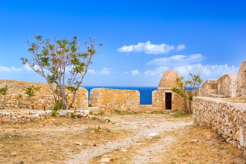 Двор & городища, замок Fortezza, Крит стоковое фото