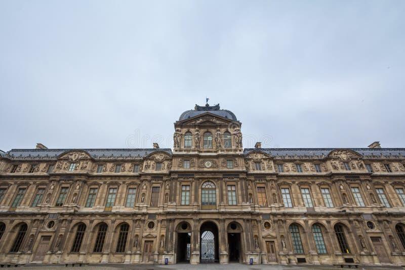 Двор жалюзи Дворца Palais du Жалюзи в Париже, Франции, принятой во время пасмурного после полудня стоковые изображения