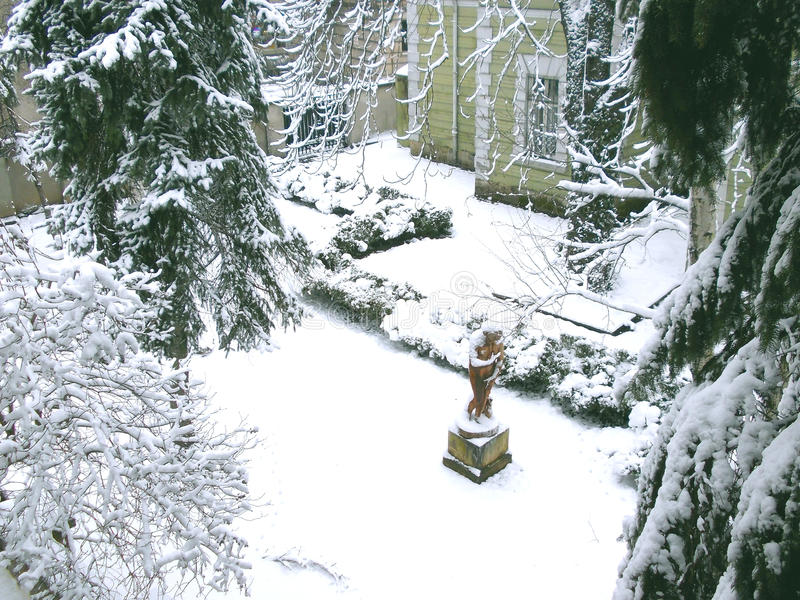 Двор зимы стоковые фото