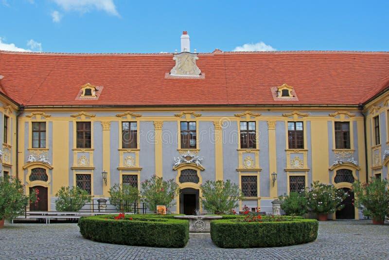 Download Двор на аббатстве Durnstein Стоковое Фото - изображение насчитывающей старо, abattoir: 33738808