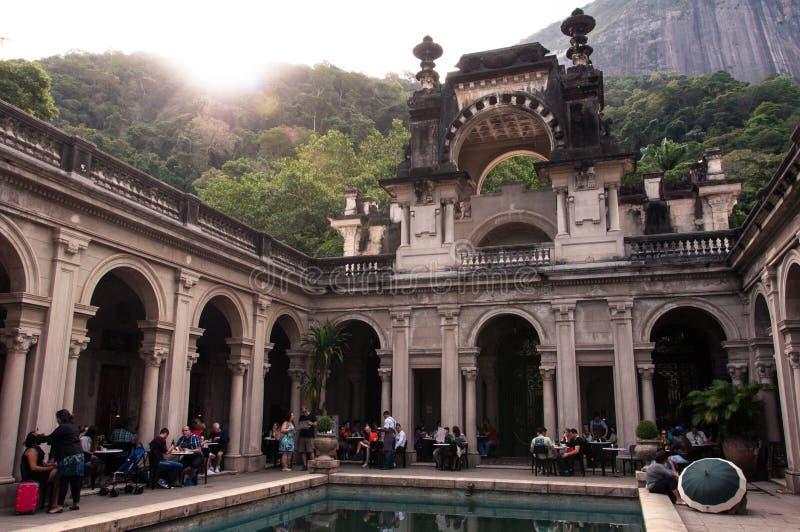 Двор особняка Parque Lage в Рио-де-Жанейро, Бразилии стоковые фотографии rf