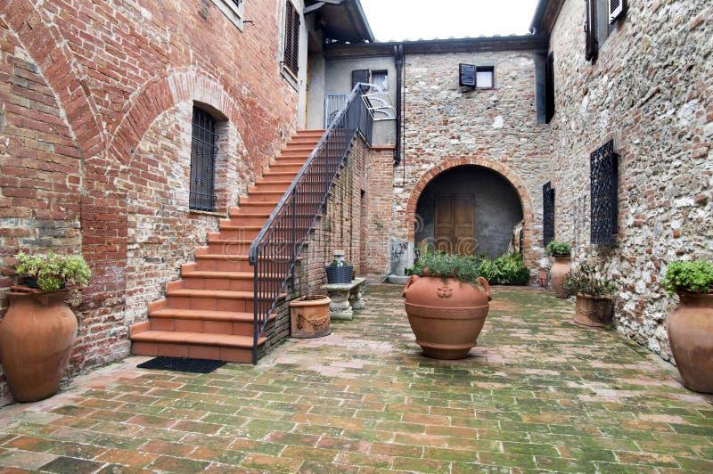 двор tuscan agritourism стоковые изображения