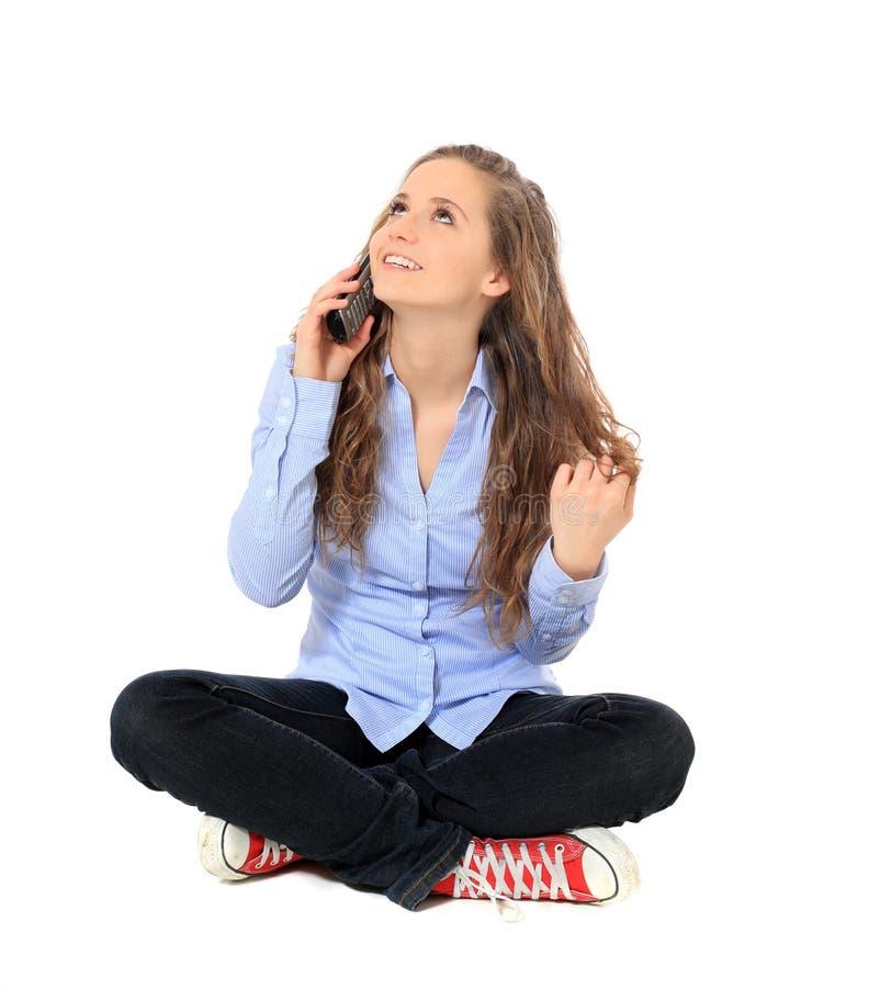 Девочка-подросток говоря на телефоне стоковые изображения