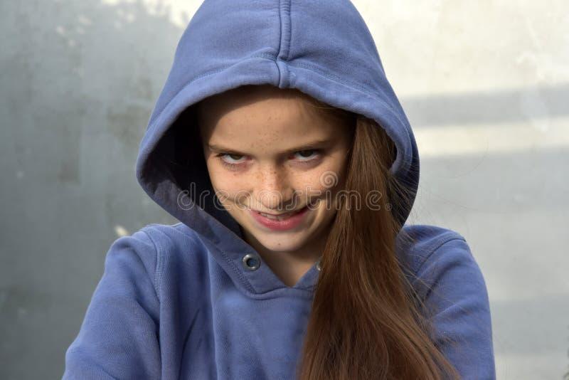 Девочка-подросток ищет реванш стоковое фото rf
