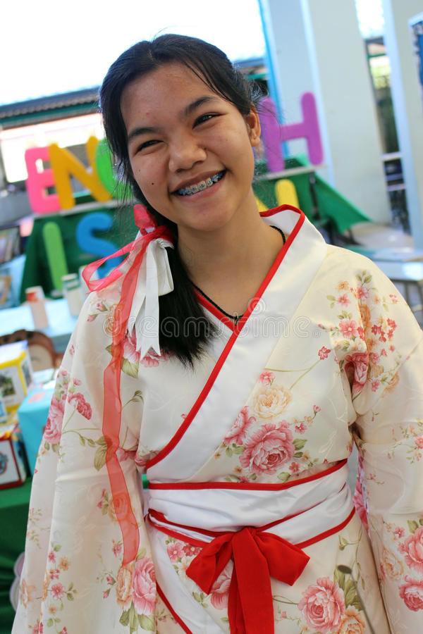 Девочка-подросток в костюме китайца стоковое фото rf