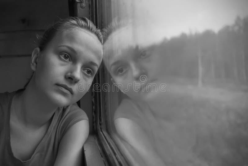 Девочка-подросток в поезде стоковое фото rf