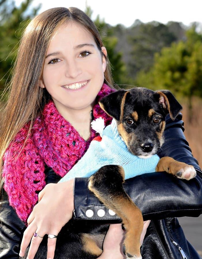 Девочка-подросток и собака стоковое фото rf