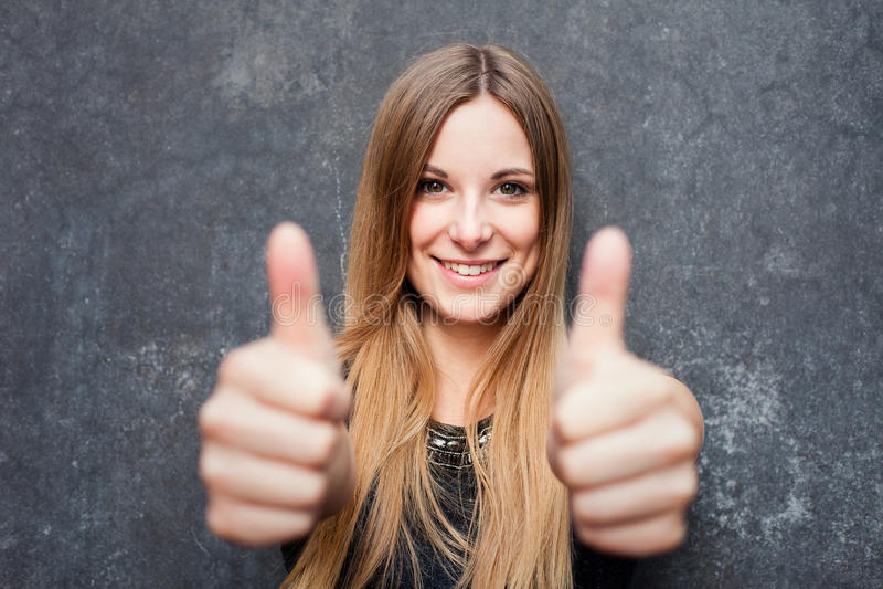 Картинки красивая девушка с пальцем вверх