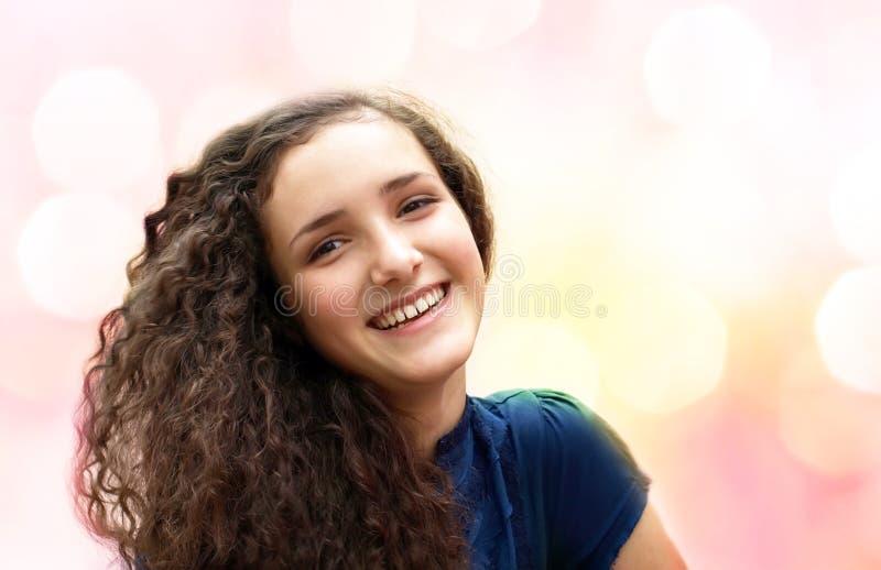 Download Девочка-подросток стоковое изображение. изображение насчитывающей бобра - 33728171