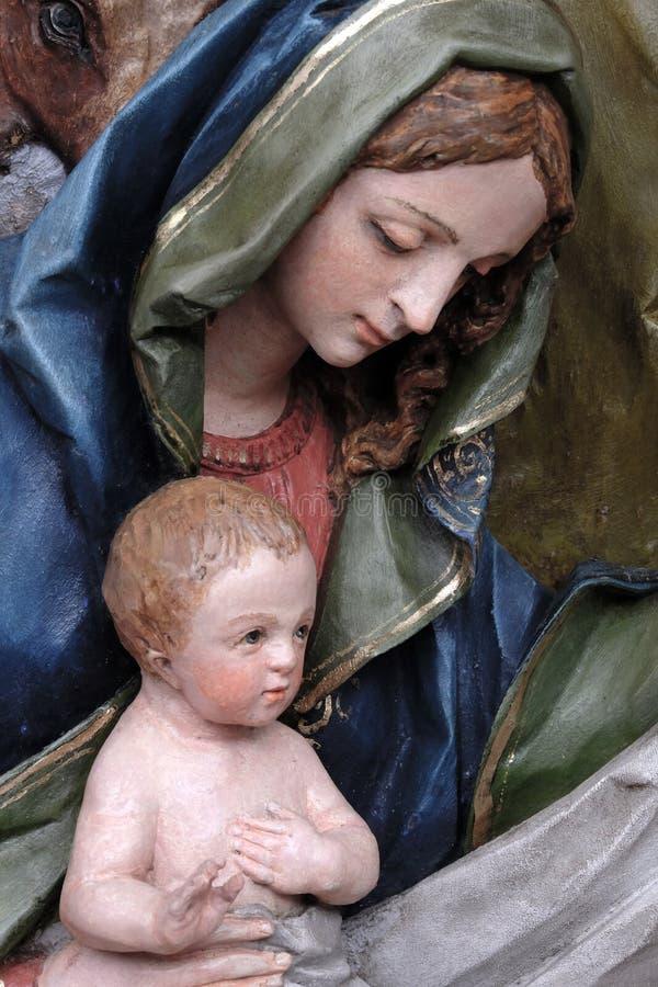 Девственница держа newborn Иисуса стоковая фотография rf