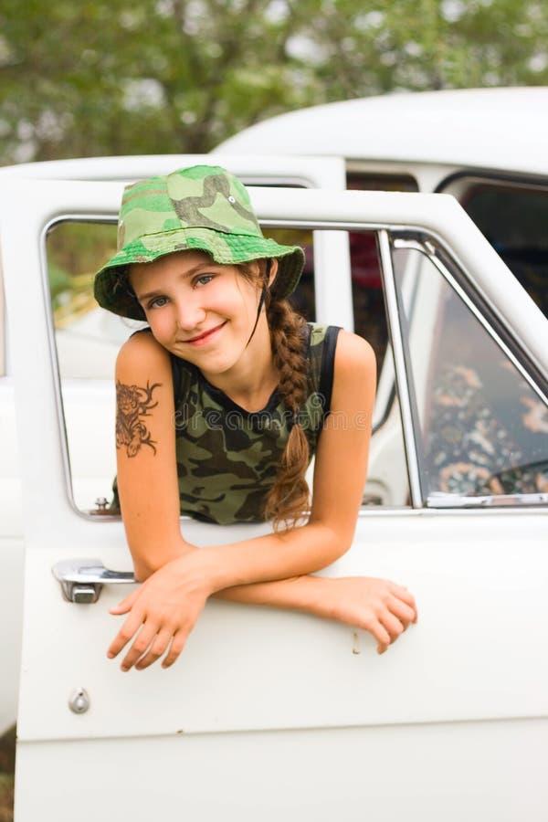 девушка автомобиля предназначенная для подростков стоковое фото
