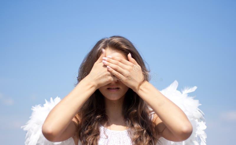 девушка ангела злейшая никакая видит небо стоковое изображение