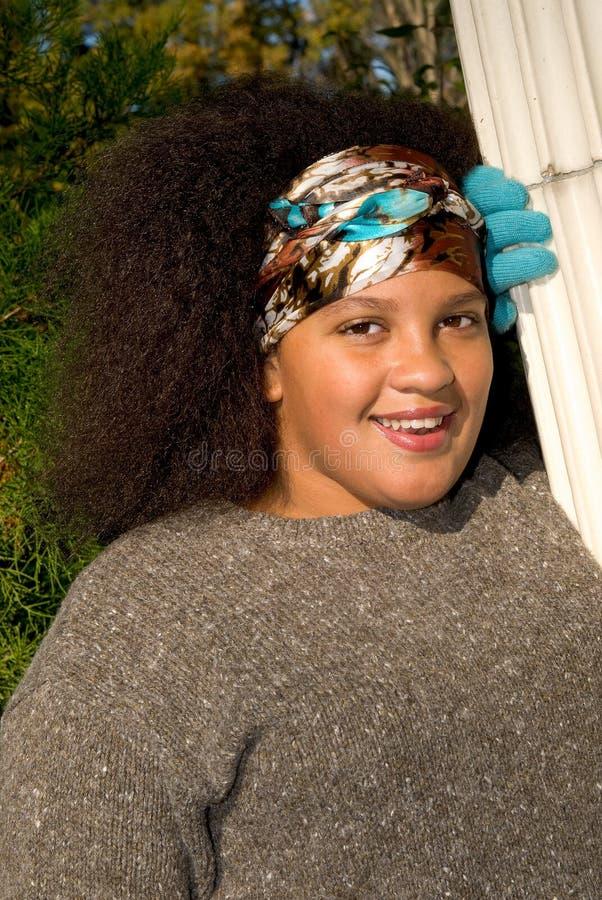 девушка афроамериканца предназначенная для подростков стоковая фотография rf