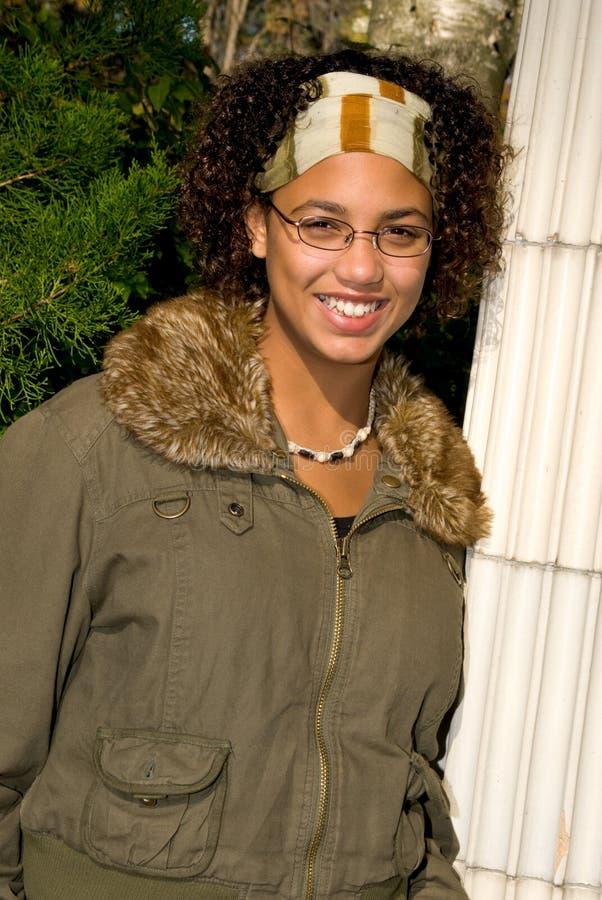 девушка афроамериканца предназначенная для подростков стоковое изображение rf