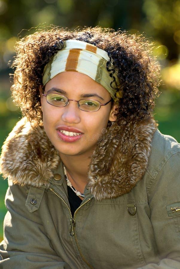 девушка афроамериканца предназначенная для подростков стоковые фотографии rf