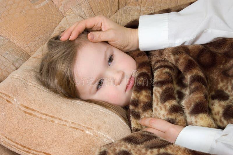 девушка больная немногая стоковое изображение rf
