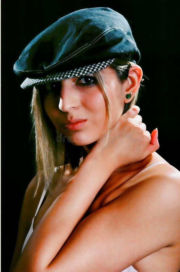 девушка брюнет симпатичная стоковое фото rf