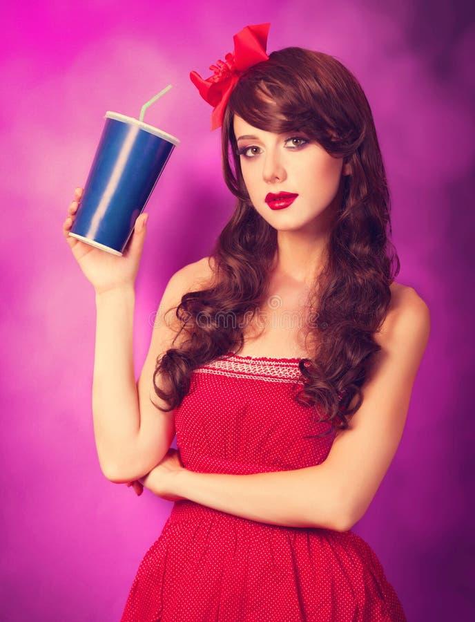 Девушка брюнет с бутылкой стоковые изображения rf