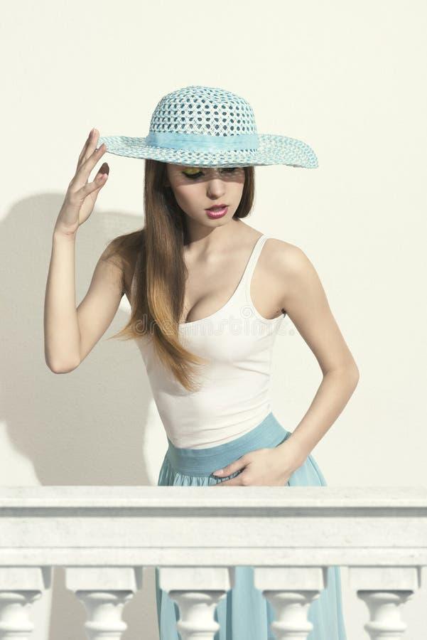 Девушка весны моды стоковые фотографии rf
