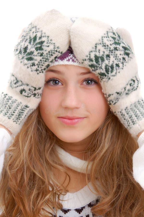 девушка виновно вручает возглавляет ее держит зиму типа стоковое фото rf