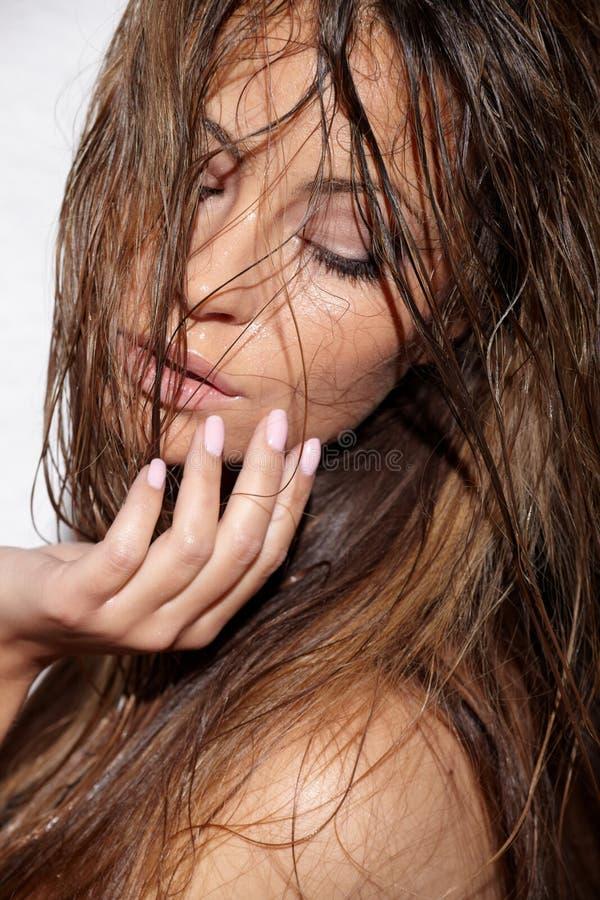 девушка влажная стоковое фото rf