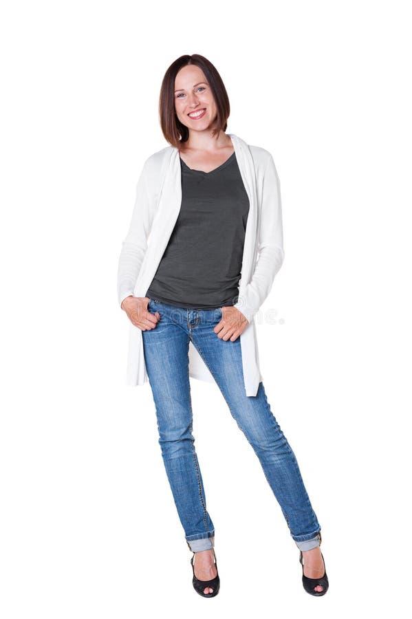 Девушка в белый представлять кардигана стоковые изображения