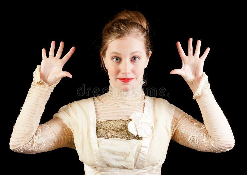 Девушка в смешном платье