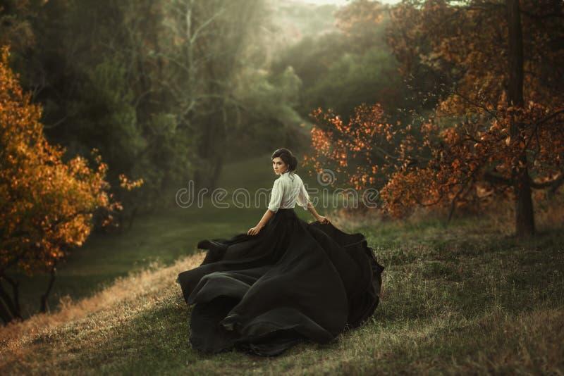 Девушка в винтажном платье стоковая фотография rf