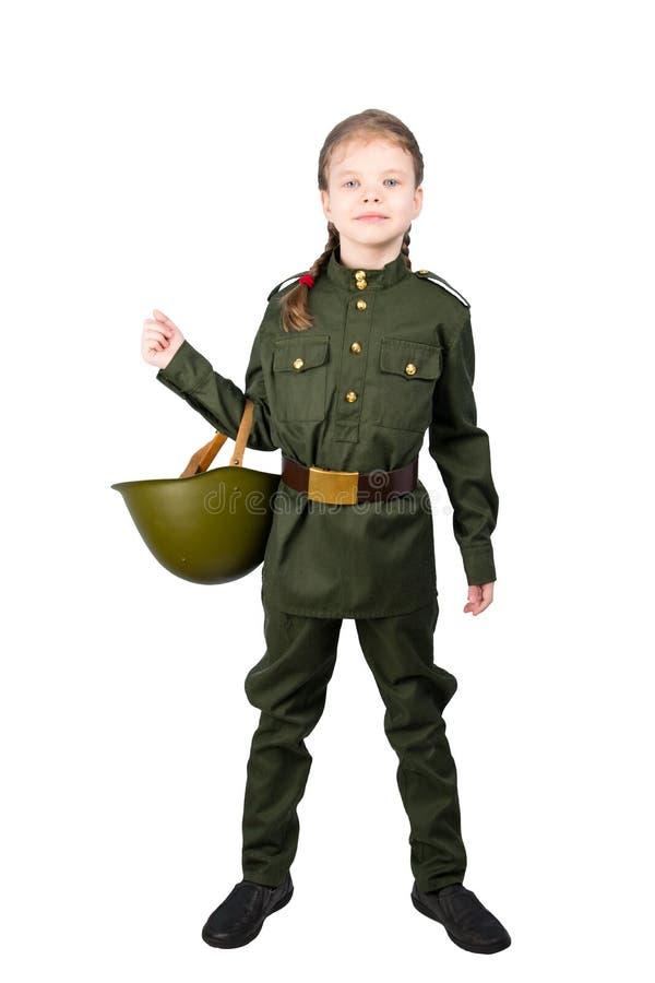 девушка в военной форме держа трудную шляпу в ее руке, на белой предпосылке стоковое изображение