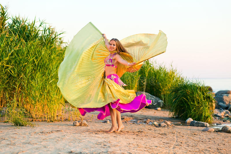 Девушка в восточном платье стоковое фото rf