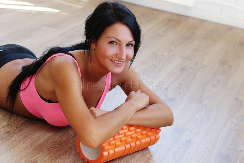 Девушка в гимнастике стоковое фото